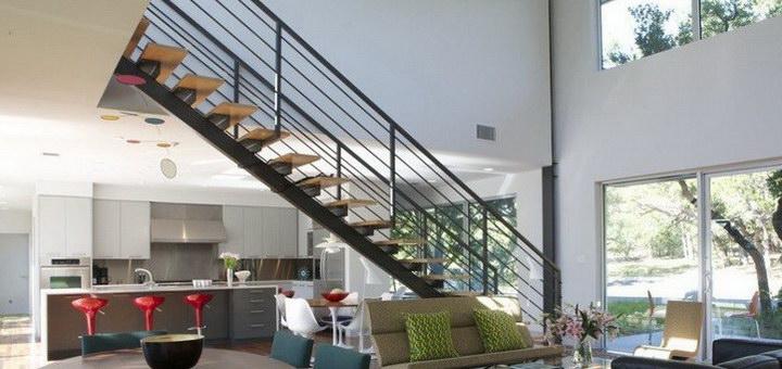 Как сделать лестницу на второй этаж, если мало места (фото)
