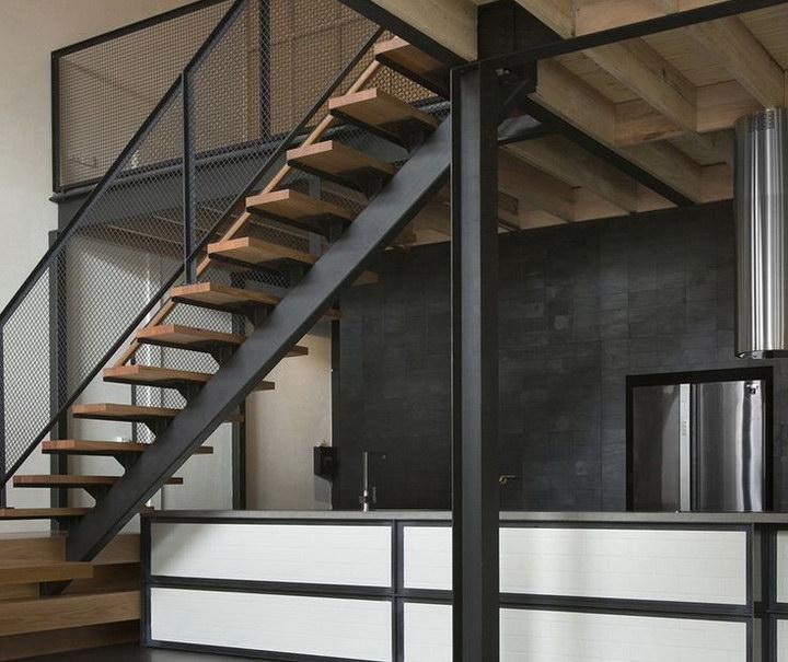 Металлические лестницы на второй этаж в частном доме