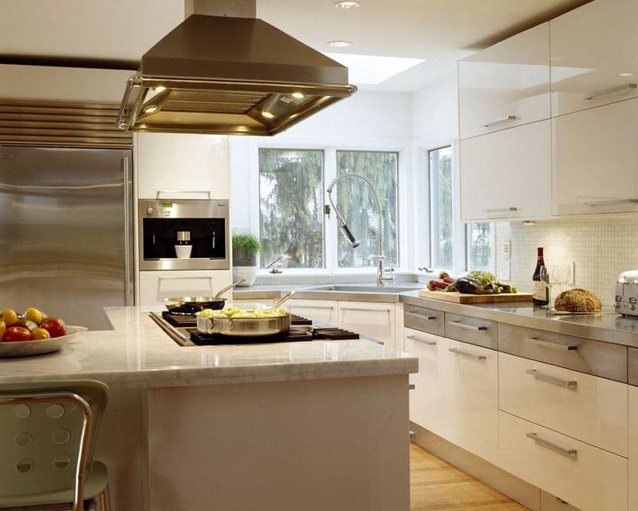 Угловые кухни с мойкой в углу: фото