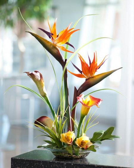 Искусственные цветы в горшках для домашнего интерьера