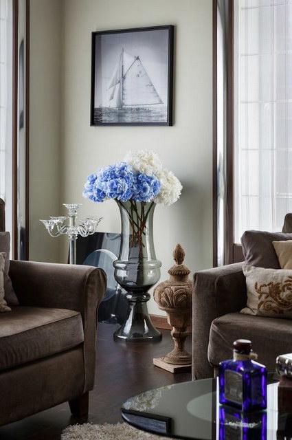 Напольные вазы в интерьере с цветами: фото