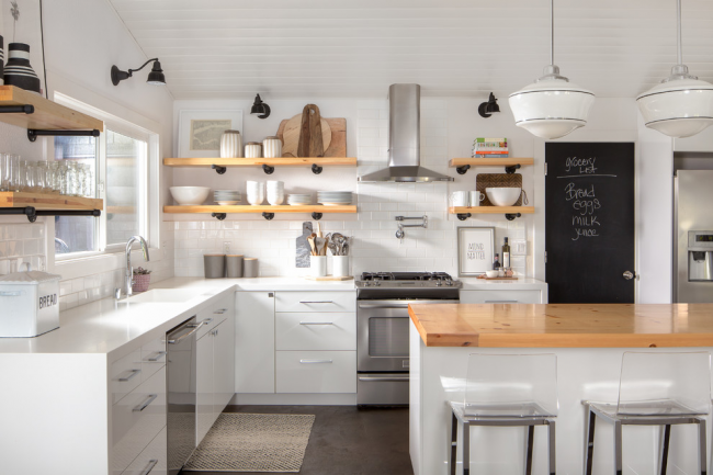 Кухня без верхних навесных шкафов: дизайн, фото