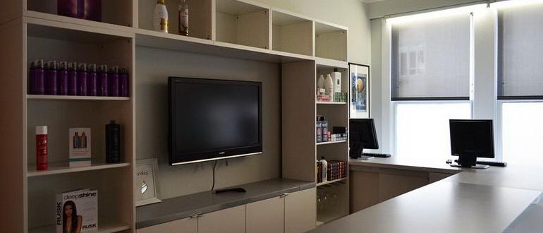 телевизор внутри стенки с полками