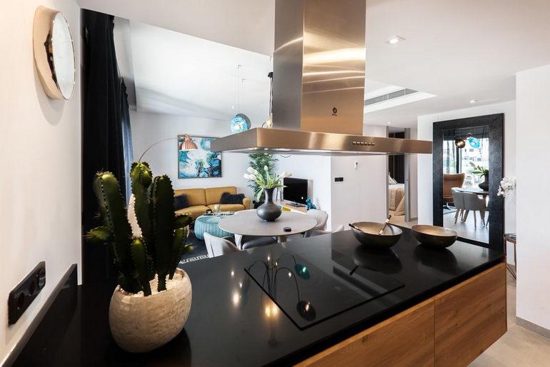 кухня и гостиная в стиле хай-тека
