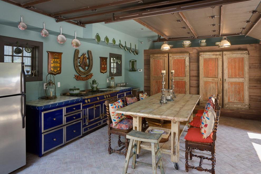 шикарная кухня столовая с бирюзовыми стенами