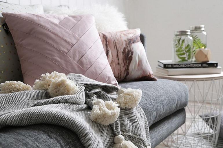 подушки хюгге на диване
