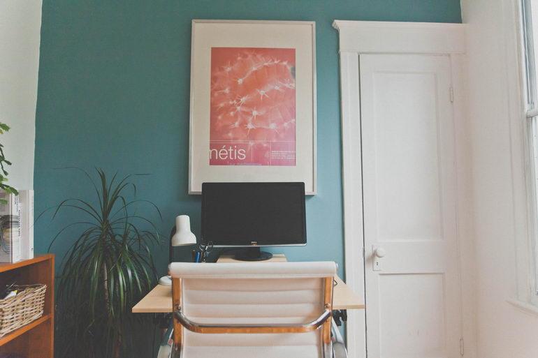 покрашенные стены рабочего кабинета