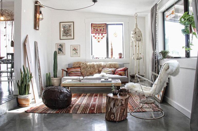 гостиная с креслом и диваном