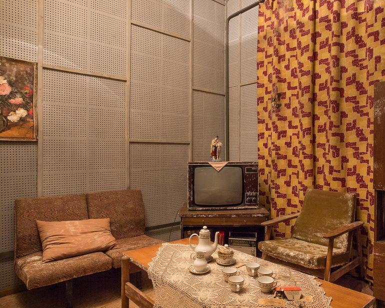 гостиная в советском стиле