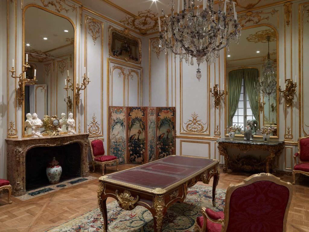 Множество характерных украшений в дизайне под старину