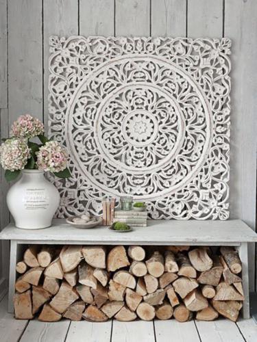 Белое панно как украшение для дома