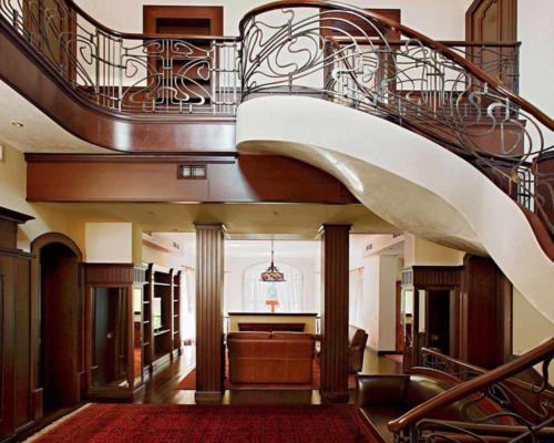 Лестница с элементами модерна