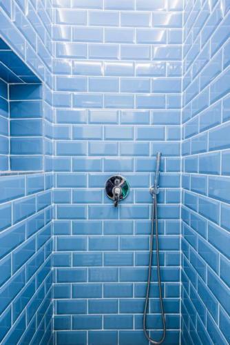 Темно-голубая плитка